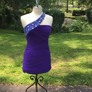 Single shoulder strap purple cocktail dress